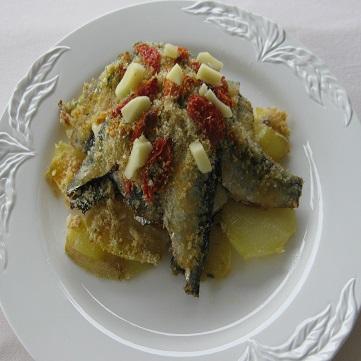 Tortino di acciughe su letto di patate fresco pesce - Pesce su letto di patate ...