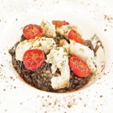Risotto al nero di seppia con scorfano e pomodorini