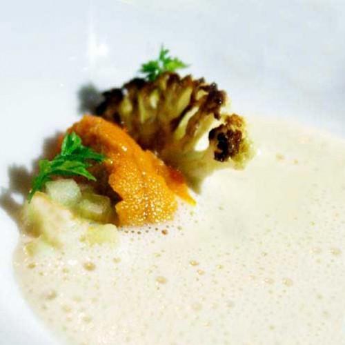 Ricci di Mare su crema di patate, con cavolfiore grigliato