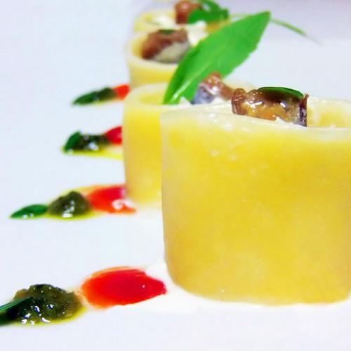 Paccheri freddi alla crema di formaggi e  acciughe