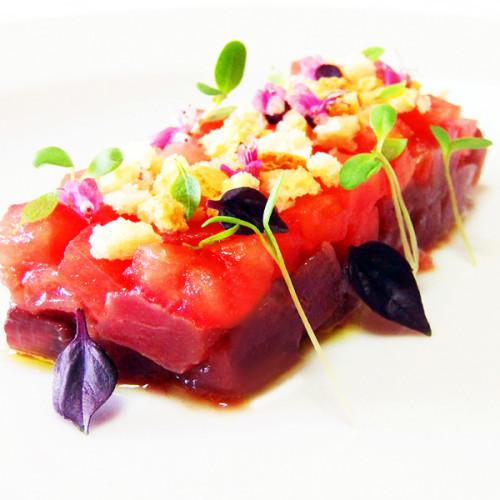 Tartare di tonno e pomodoro in fashion style
