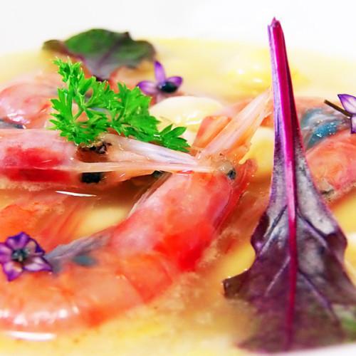 Zuppa di fagioli con pesce azzurro e gamberetti