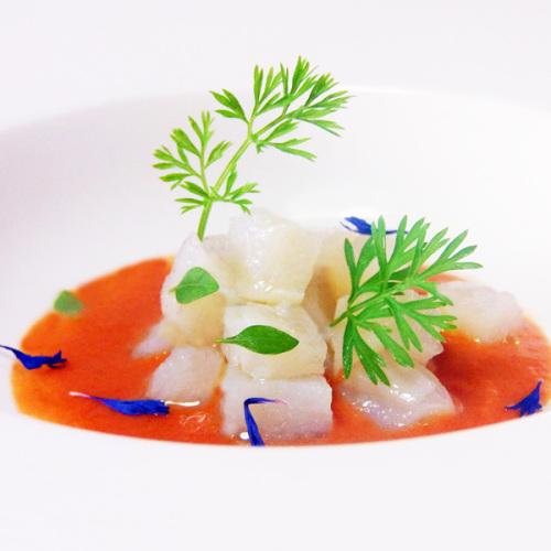 Tartare di baccalà su gazpacho di Pomodoro del Piennolo