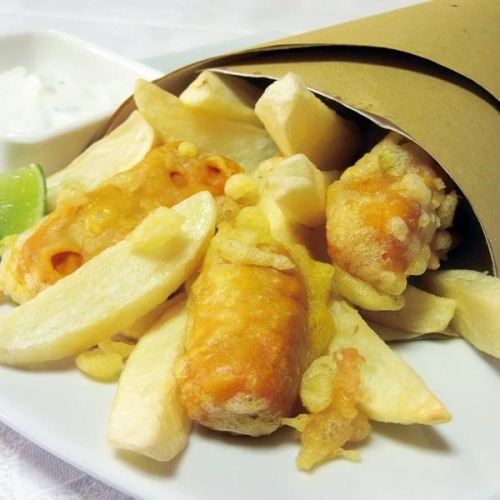 Fish and Chips di merluzzo e salmone alla curcuma