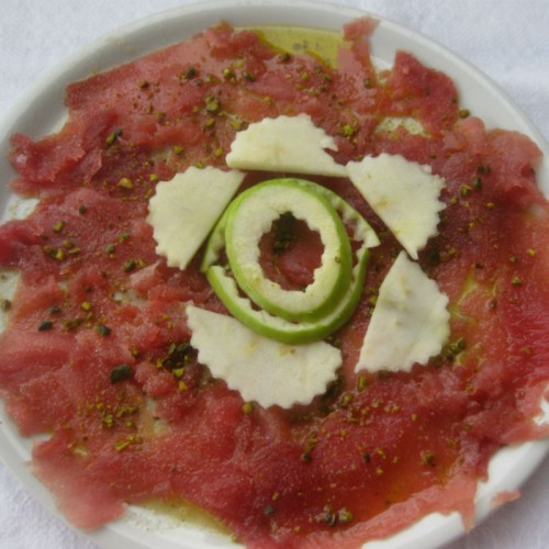 Carpaccio di tonno con pistacchi