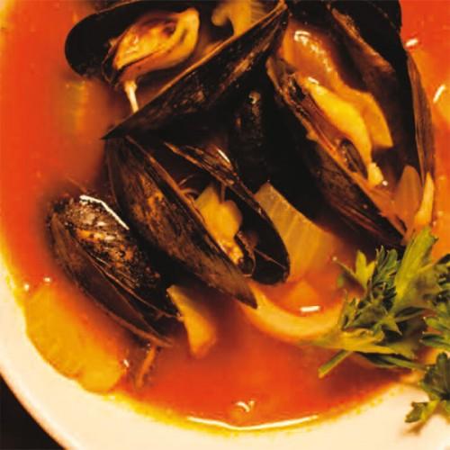 Sautè di Cozze, su gazpacho caldo di pomodori al profumo di sedano