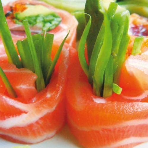 Sashimi di salmone con aceto di mele e verdure