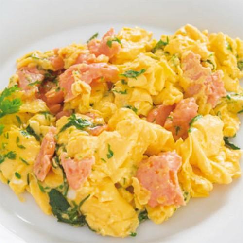 Uova strapazzate con salmone affumicato