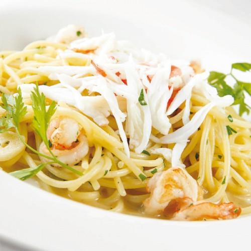 Spaghetti con gamberetti, granchio e demi-glace di pompelmo e carota