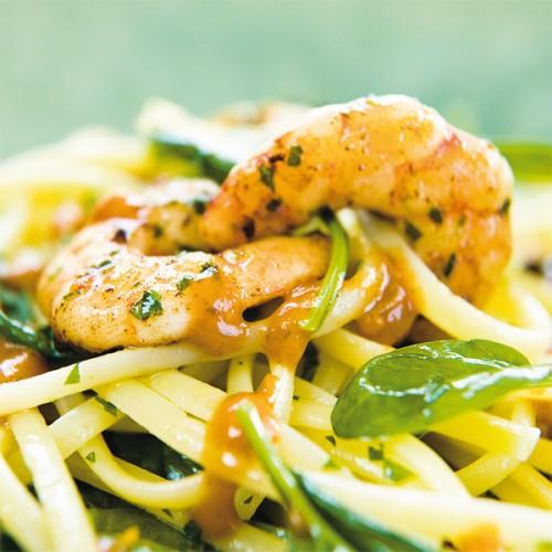 Linguine con gamberi, sughetto di ciliegini e spinacini freschi