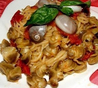 Spaghetti al sugo con lumachine fresco pesce for Cucinare le lumache