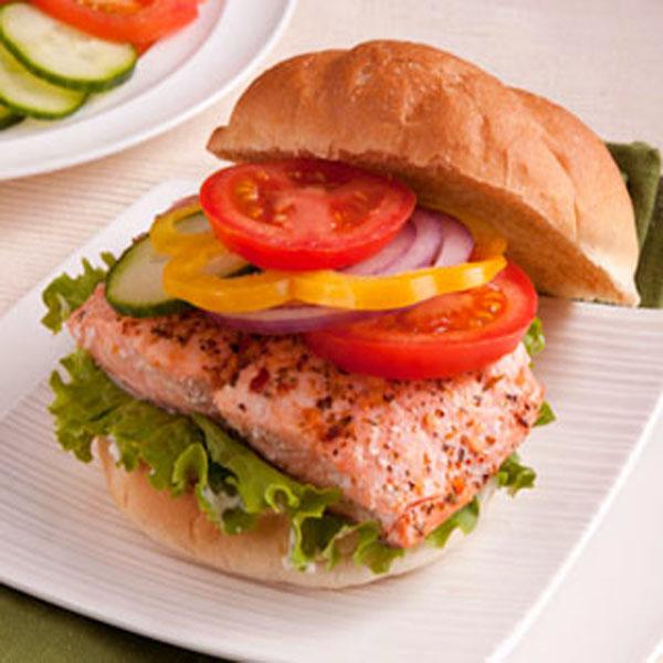 Famoso Panino con hamburger di salmone al pepe verde - Fresco Pesce LI19