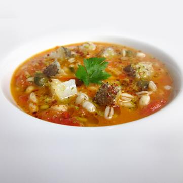 Zuppa d'orzo con cubetti di baccalà al pomodoro