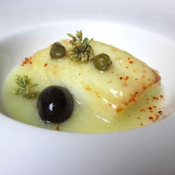 Baccalà con bagnetto di patate e olive nere