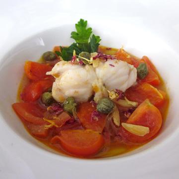 Trancio di rana pescatrice in zuppa di pomodoro e capperi