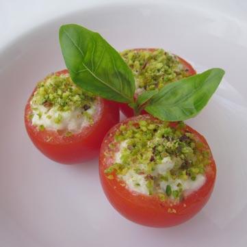 Pomodorini farciti di cernia e maionese al basilico e pistacchio