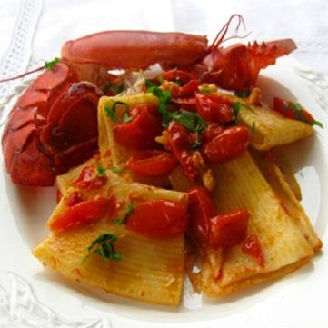 Paccheri con astice e pomodorini di Pachino