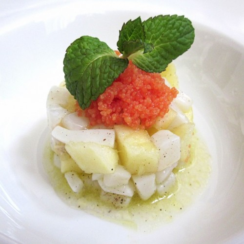 Tartare di seppia marinata con mela e caviale di aringa