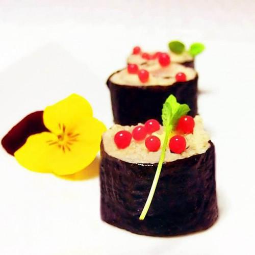 Maki di cous cous, cernia e melanzane