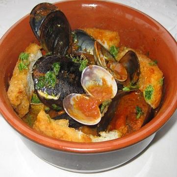 Zuppa Di Cozze E Vongole Con Crostini Fresco Pesce