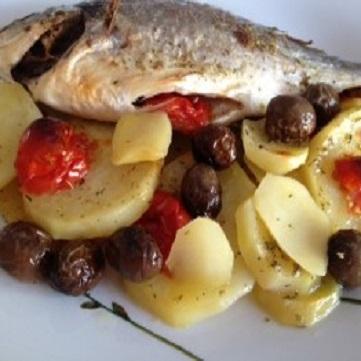 Ricette orata antipasti primi e secondi piatti con orata - Pesce su letto di patate ...