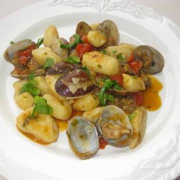 Gnocchi con vongole e pomodori di Pachino