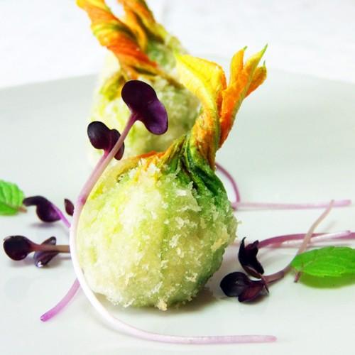 Fiori in panko bread tempura ripieni di spada
