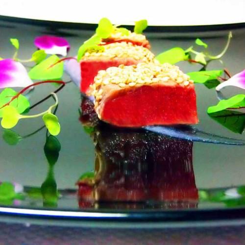 Tataki di tonno rosso su crema di cavolfiore