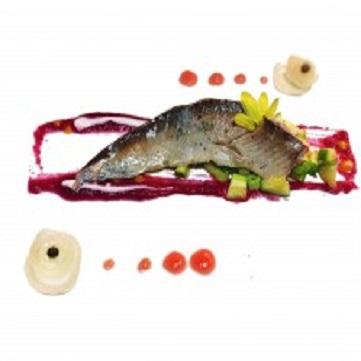 Filetto di Palamita cotta sottovuoto, Zucchine croccanti, salsa di rapa rossa e pomodoro