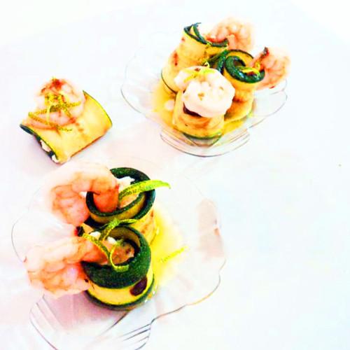Finto sushi di zucchine, con mousse di bufala e gamberetto di nassa