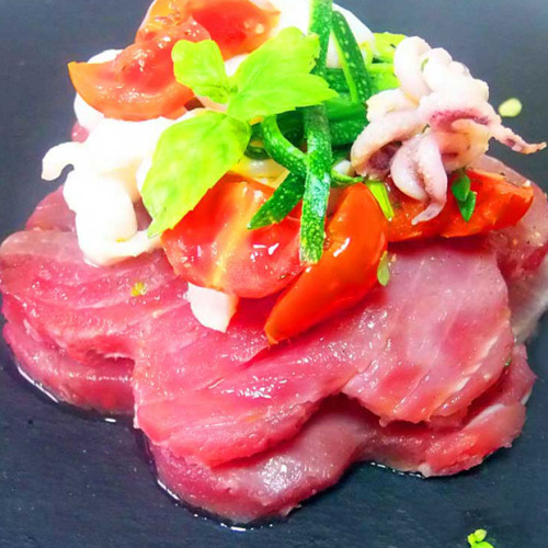 Lasagnetta di tonno rosso con calamaretti e zucchine