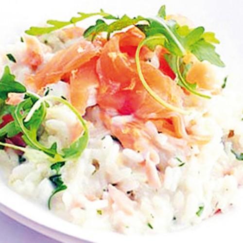 Riso Pilaf con cipolla Ramata, salmone affumicato crème fraiche