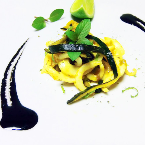 Tagliatelle di seppia grigliate, con zucchine e salsa al nero acidulata