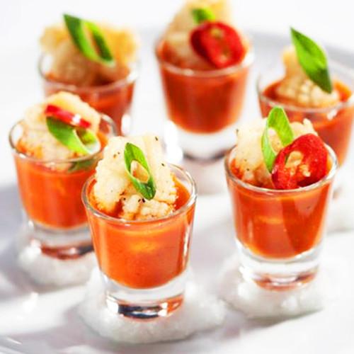Seppia in tempura su gazpacho al Bloody Mary