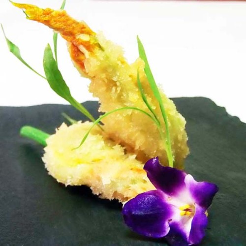 Gamberi e fiori di zucca ripieni di ricotta