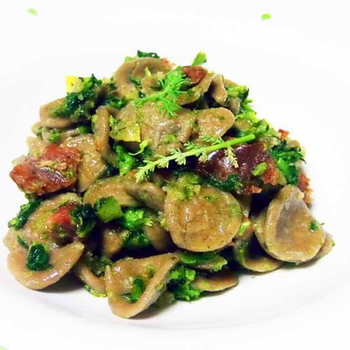 Orecchiette di grano arso con acciughe, broccoletti e salsiccia