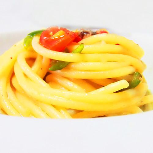 Nido di spaghettoni con acciuga