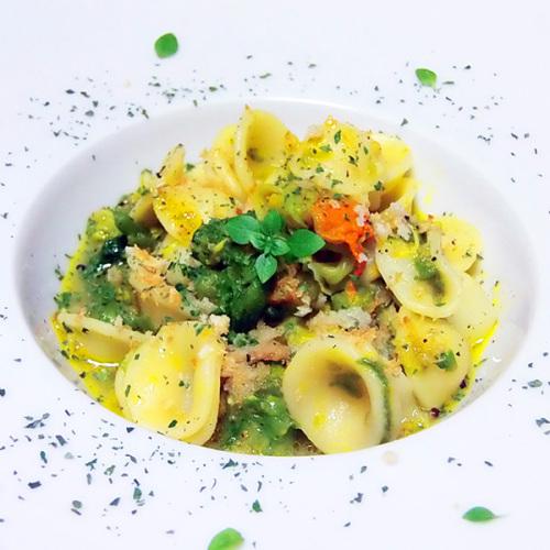 Orecchiette con guazzetto di acciughe e verdure