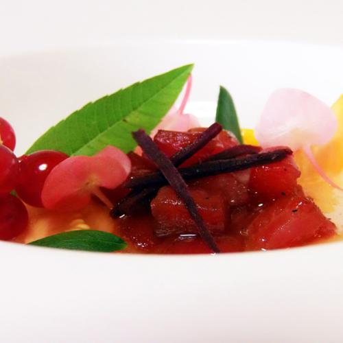 Tartare di tonno rosso su texture di uvaspina