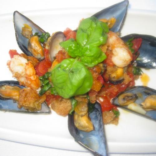 Panzanella con frutti di mare