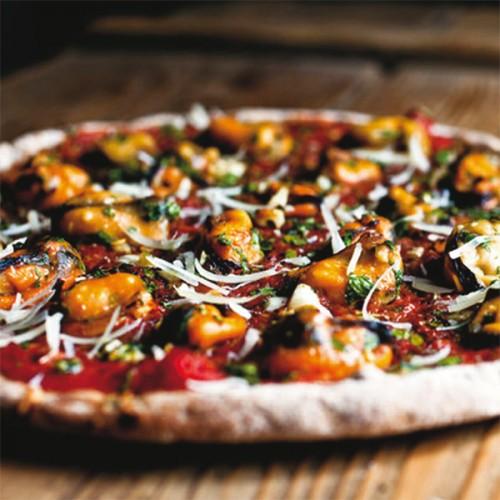Pizza con cozze e pecorino