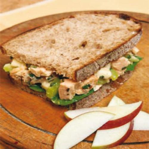 Sandwich con tonno fresco, mela e sedano