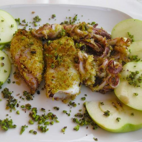 Calamari panati con granella di pistacchi