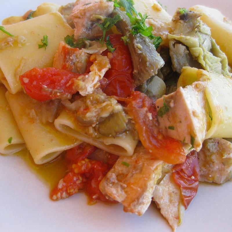 Paccheri-con-pesce-spada--carciofi-e-pomodorini-004