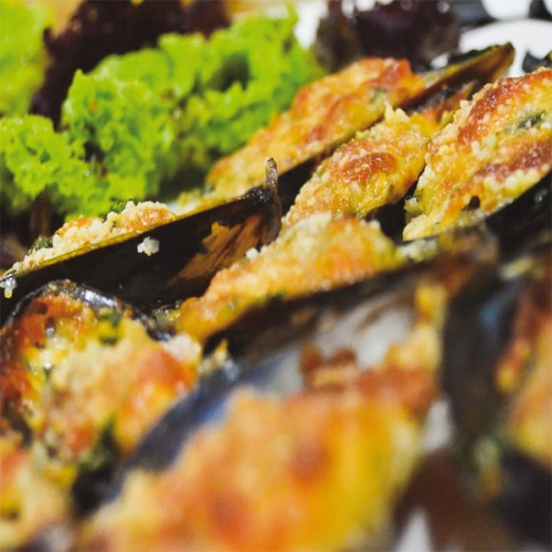 Cozze gratinate con blue stilton e panko bread