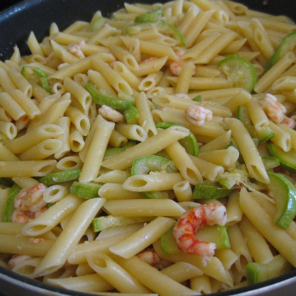 Pennette-con-gambero-rosso-di-paranza-e-zucchine