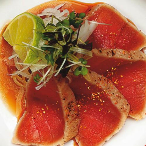Tataki di tonno con nastrini di sedano e lime